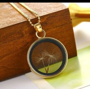 NWOT Dandelion Seed Gold Pendant Necklace